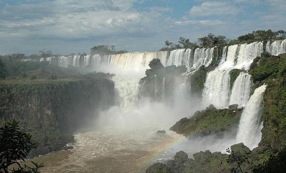 Le top 10 des plus belles cascades et chutes d 39 eau du monde for Chutes victoria piscine du diable
