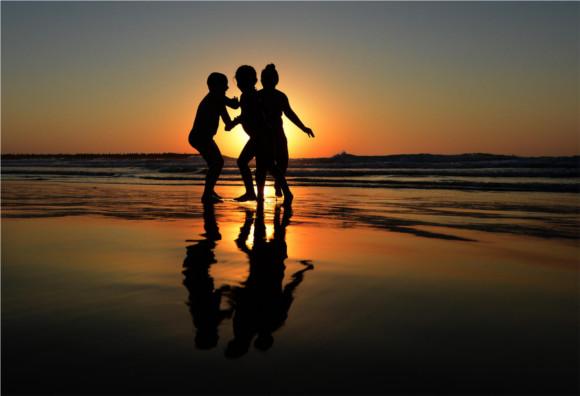 4-children-on-beach-in-tel-aviv