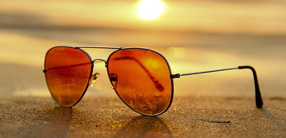 preparer sortie plage lunette de soleil